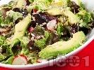 Рецепта Зелена салата с авокадо и репички